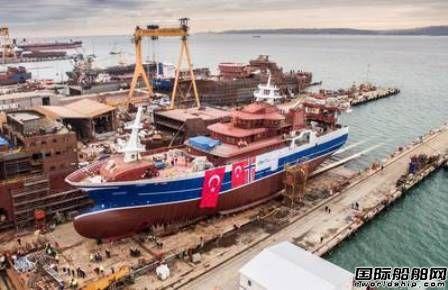 全球首艘电池LNG混合动力渔船下水
